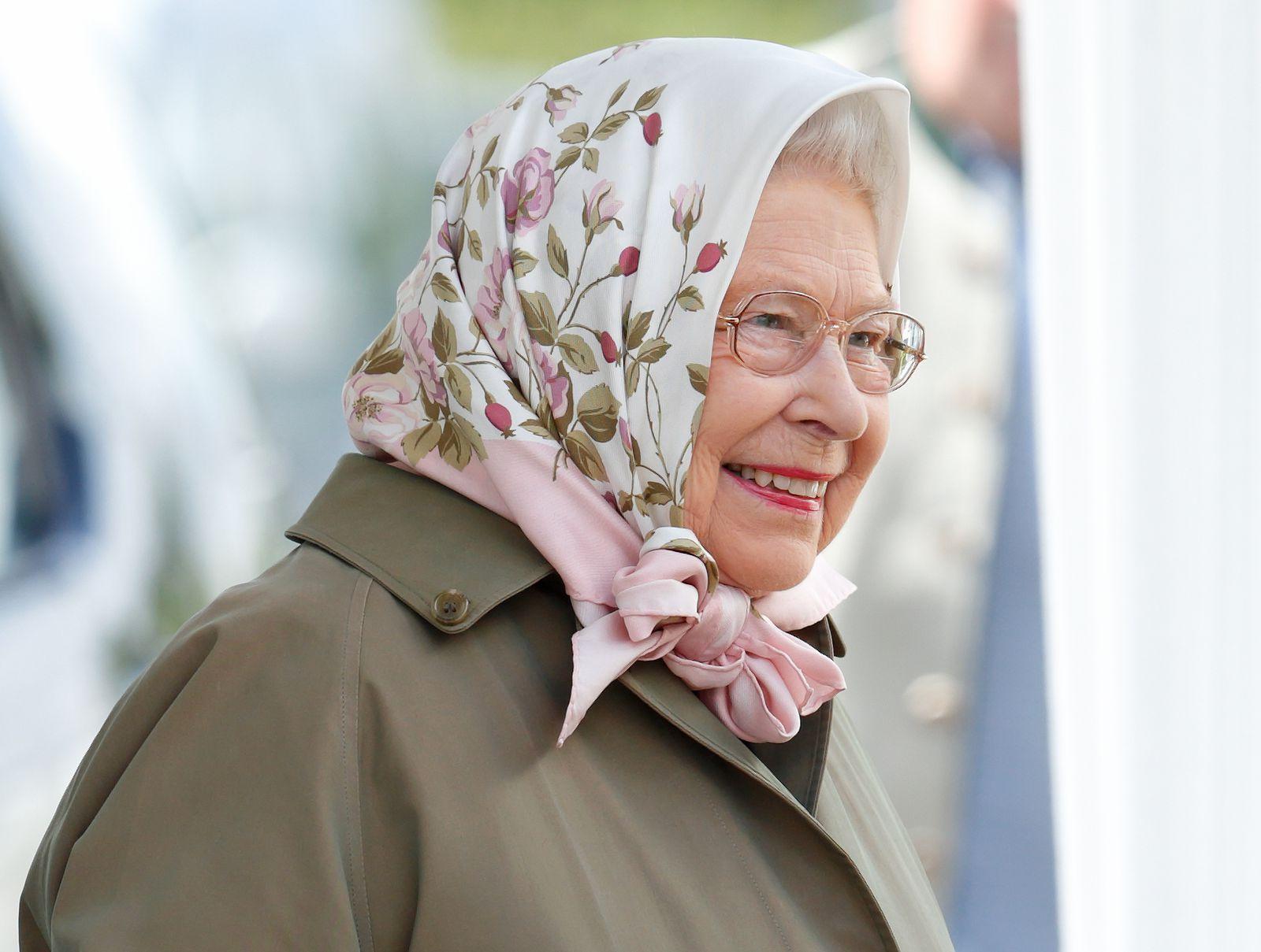 Behold Queen Elizabeth, Headscarf Influencer Head scarf