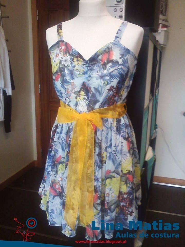Um vestido feito pela nossa aluna Cláudia Andrade nas aulas de costura Lina Matias.