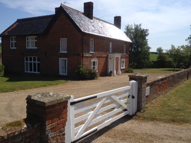 Edgar Farmhouse Self Catering Accommodation In Norfolk Sleeps Up To 20 Big Cottages Cottage House Styles