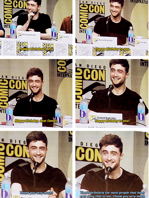 6500 people sing for Daniel Radcllffe at the 2014 SDCC