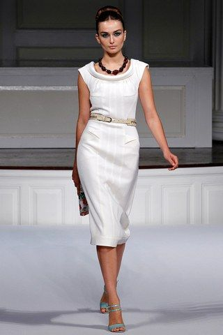 See the complete Oscar de la Renta Spring 2011 Ready-to-Wear collection.