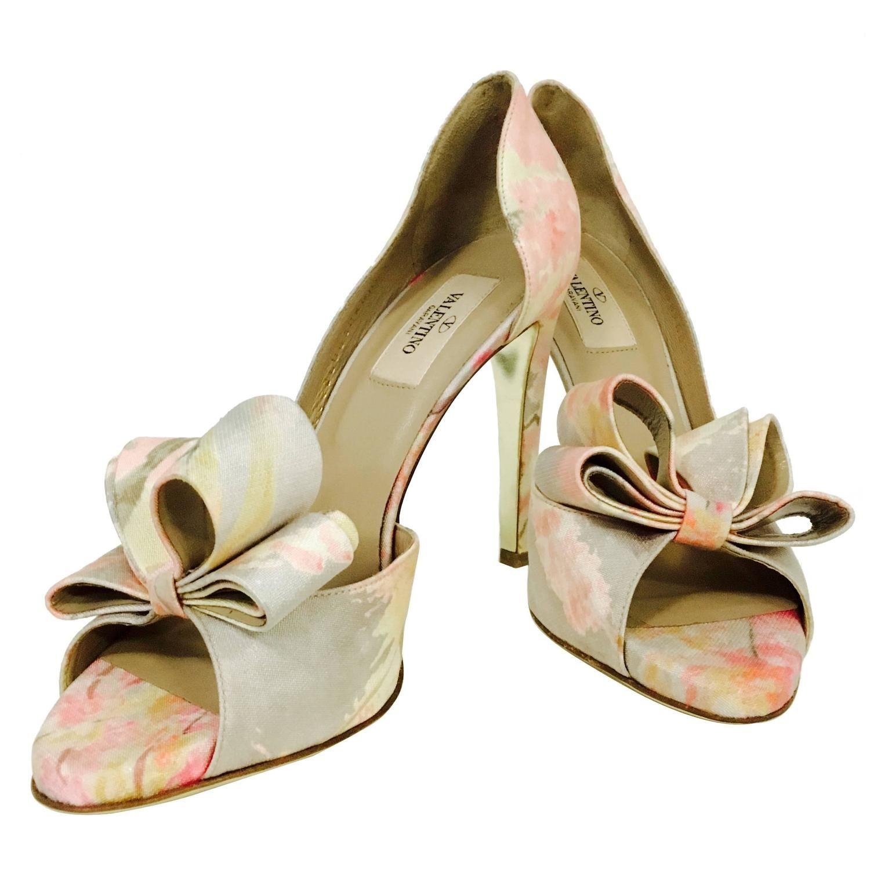 9c7b155dcbc5 Valentino Garavani Abstract Floral Print Fabric Peep Toe High Heel Pumps