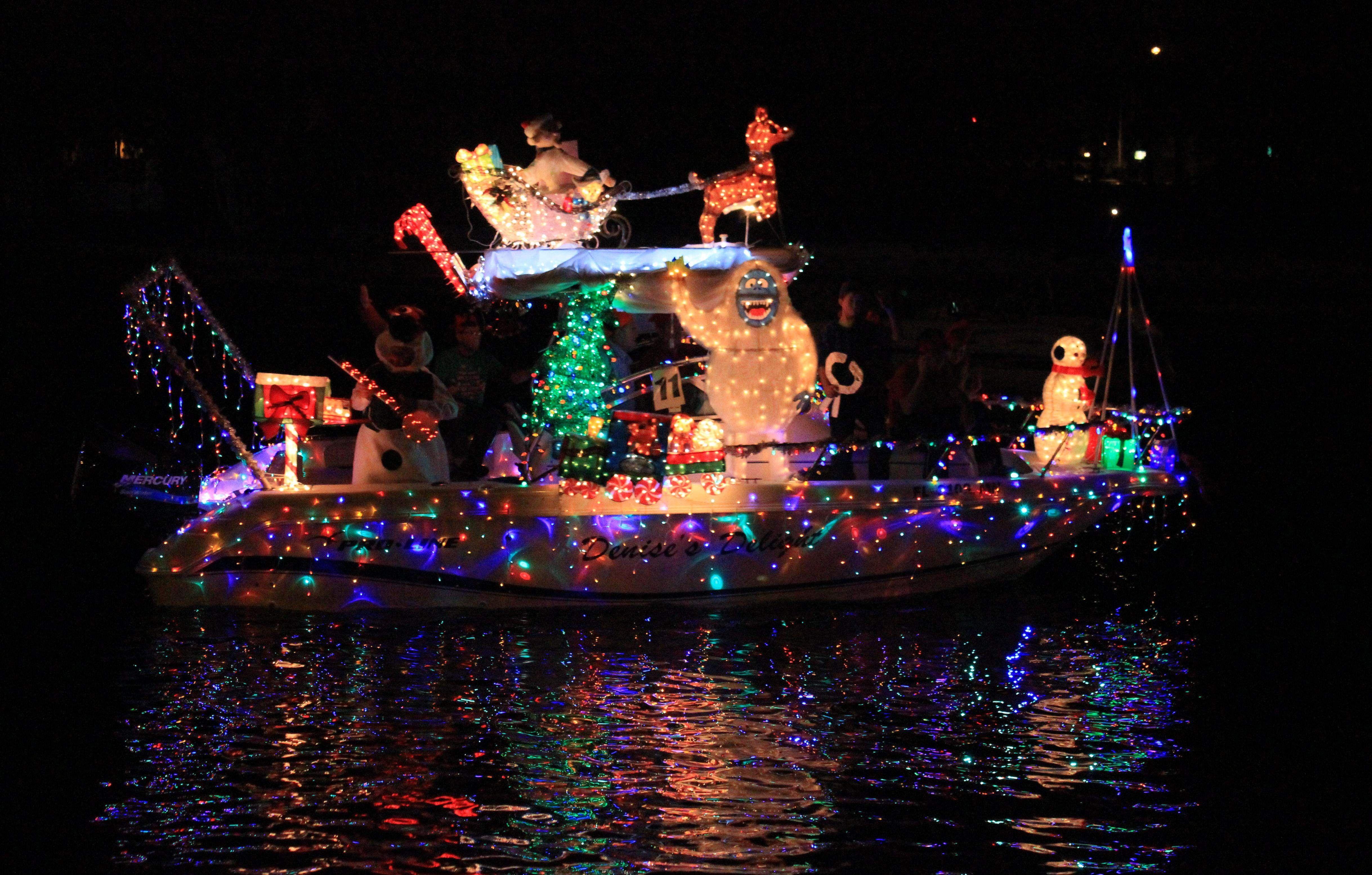 Boat parade lights up Cotee River for Christmas | TBO.com | Holiday ...