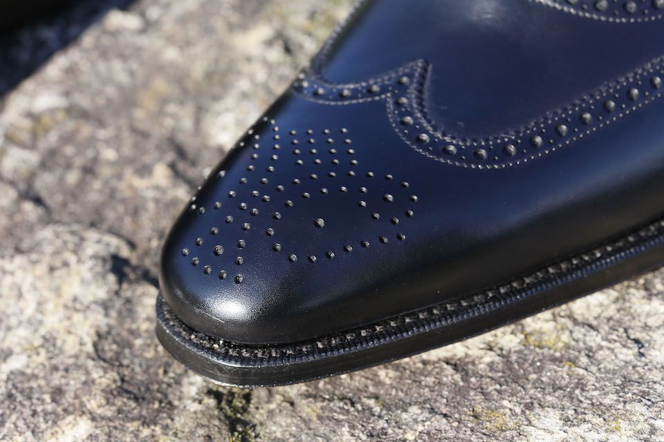 https://vestirseporlospies.es/oxford-full-brogue-negros-de-carmina/