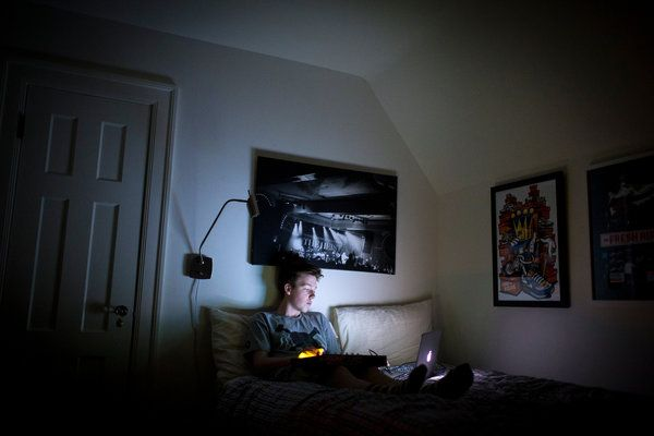 Vamping Teenagers Are Up All Night Texting - NYTimes.com