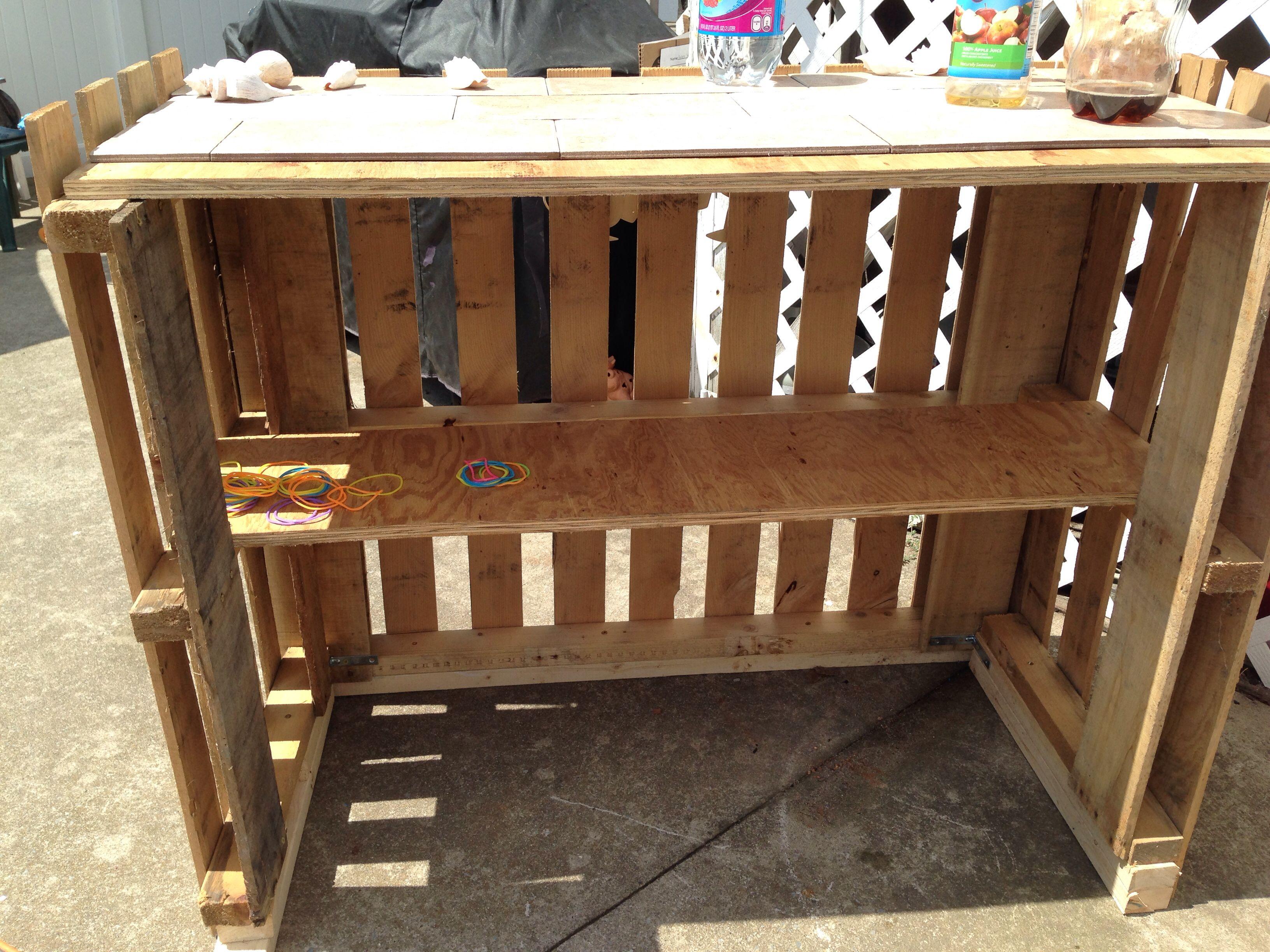 Mobili Pallet ~ Home made tiki bar from 2 pallets backyard ideas pinterest
