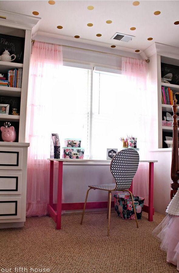 Teenage bedroom | Girl desk, Girls desk area, Kids room ...