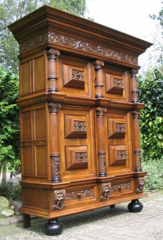 Fassadenschrank, Kissenschrank, Bücherschrank, Eiche Carved