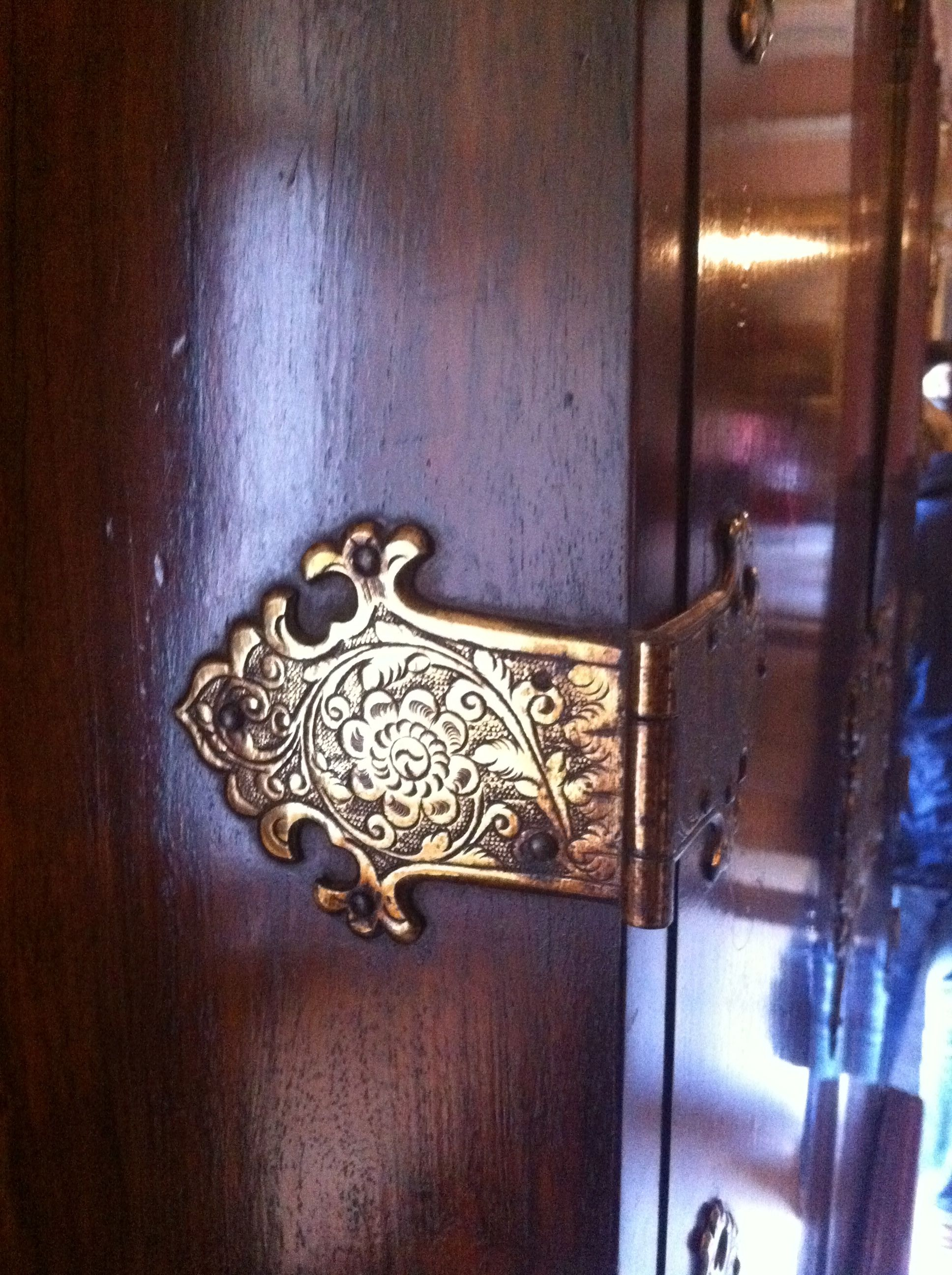 The Pattern Carving On This Door Hinge Is Very Interesting & Carving Door Hinges u0026 Love The Lion Head Door Knockers And The ... pezcame.com