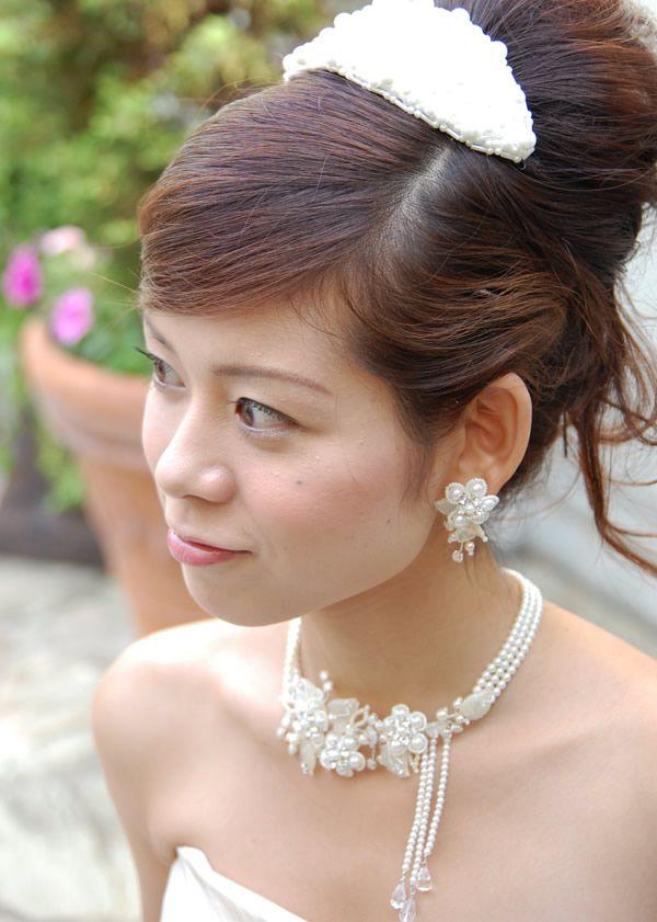 耳元にレースの花が咲いてるみたい♡ 花嫁の付けるイヤリング一覧。