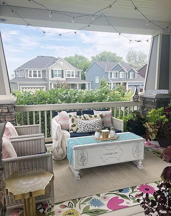 #patio #frontporch #porchideas #blueporch #floralrug
