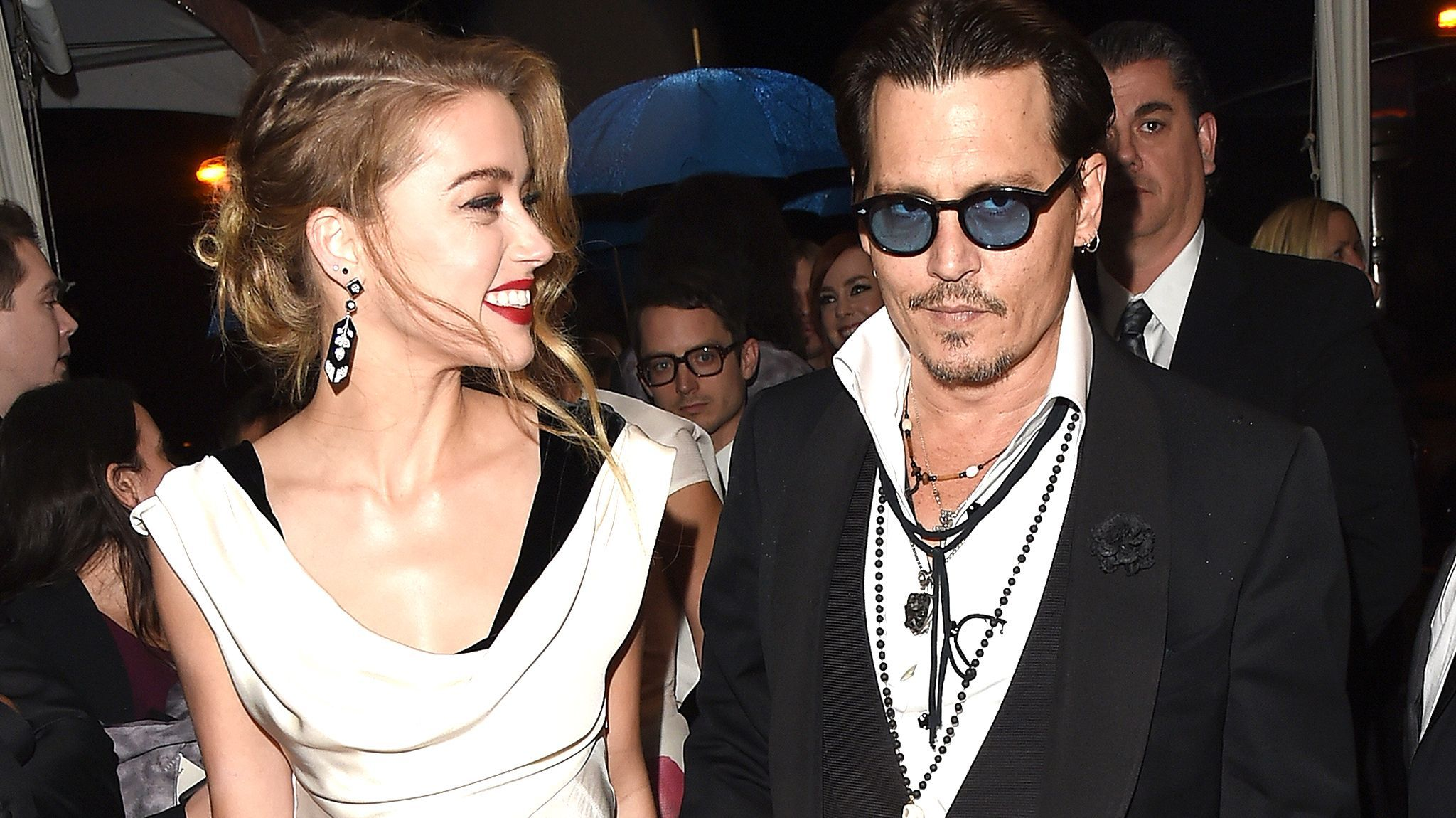 Did Johnny Depp Change His Slim Amber Heard Knuckle Tattoo To Scum Johnny Depp Johnny Amber Heard