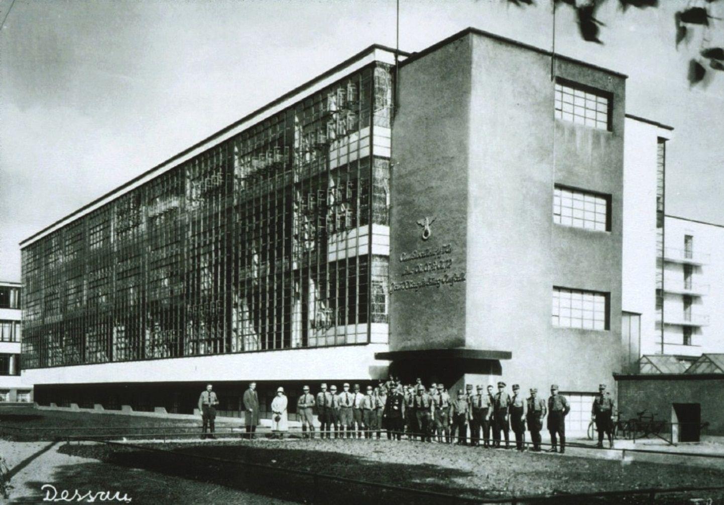la bauhaus escuela creada por walter gropius en 1919 y cerrada por el nacionalsocialismo alem n. Black Bedroom Furniture Sets. Home Design Ideas