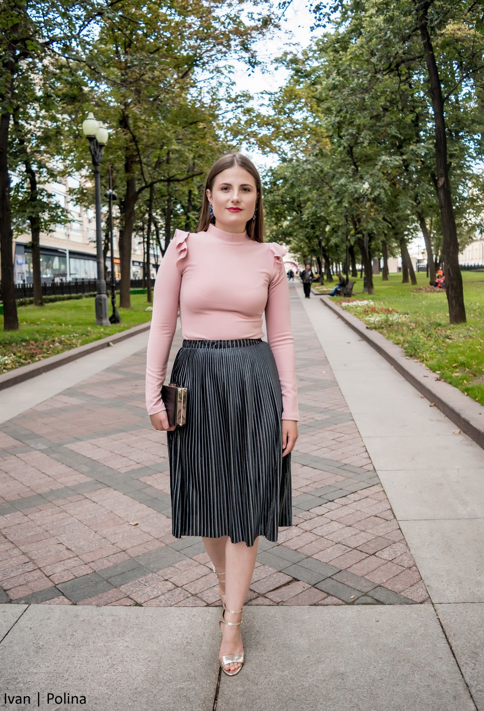 How to wear a pleated skirt  Three pieces of advice - The Kingdom Style e7072c3d88