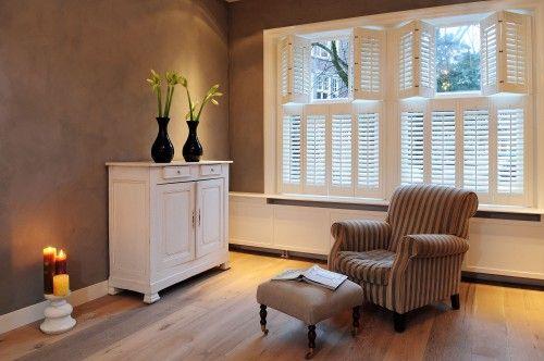Binnenkijken in woning vol jasno shutters blinds raamdecoratie