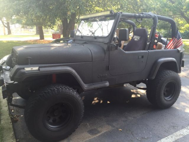 94 Jeep Wranger Yj Black With Rhino Line Paint Lifted No Rust