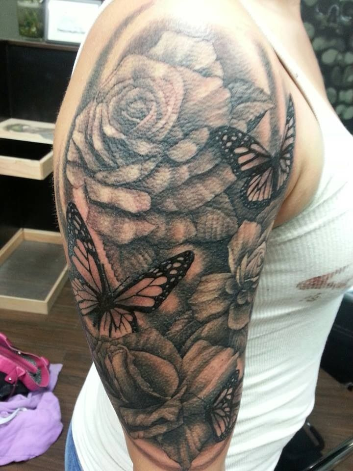 Photo of Halber Ärmel der Schmetterlinge und der Rosen. von Mike Clave von Thoughtcrime Tattoo in Portl …