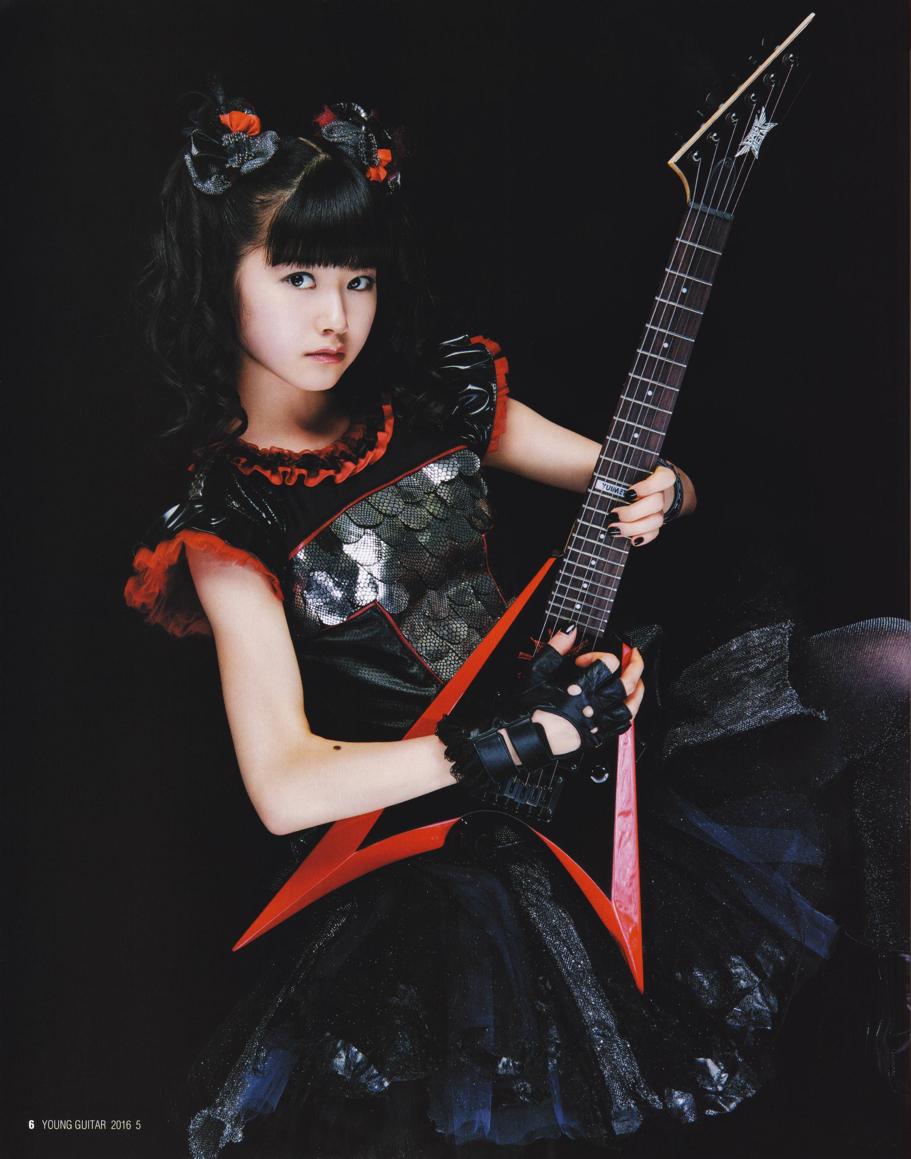 Fingerless gloves for guitarists - 2016 04 09 Babymetal On Young Guitar Magazine April
