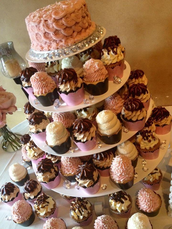 Gigi\'s Cupcakes wedding reception cupcake stands | Gigi\'s Cupcakes ...