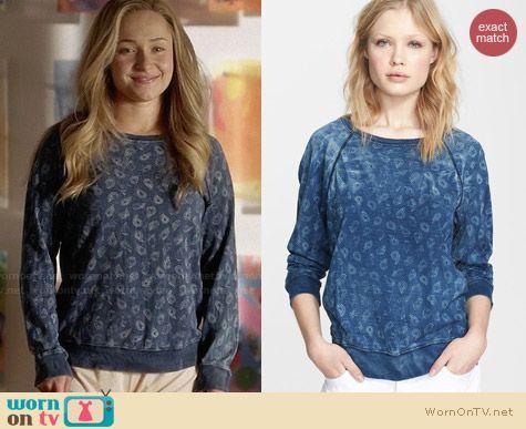 ab996acf499414 Juliette s blue paisley print sweatshirt on Nashville. Outfit Details   http   wornontv
