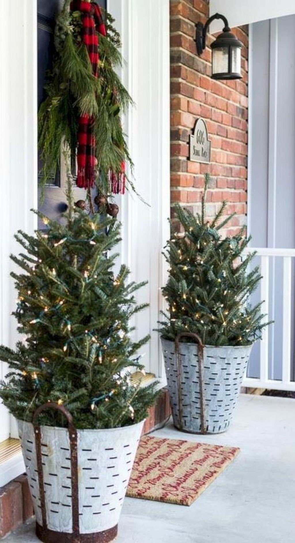 50 Gorgeous Winter Front Porch Design Ideas Sweetyhomee Frugal Christmas Outdoor Christmas Decorations Christmas Diy