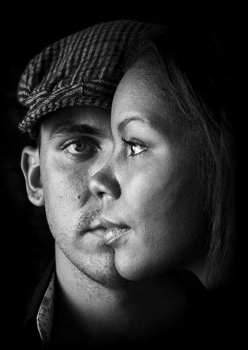 Die beiden Personen wirken auf dem Foto wi verschmolzen. #Fotografie #Kreativität #schwarzweiß