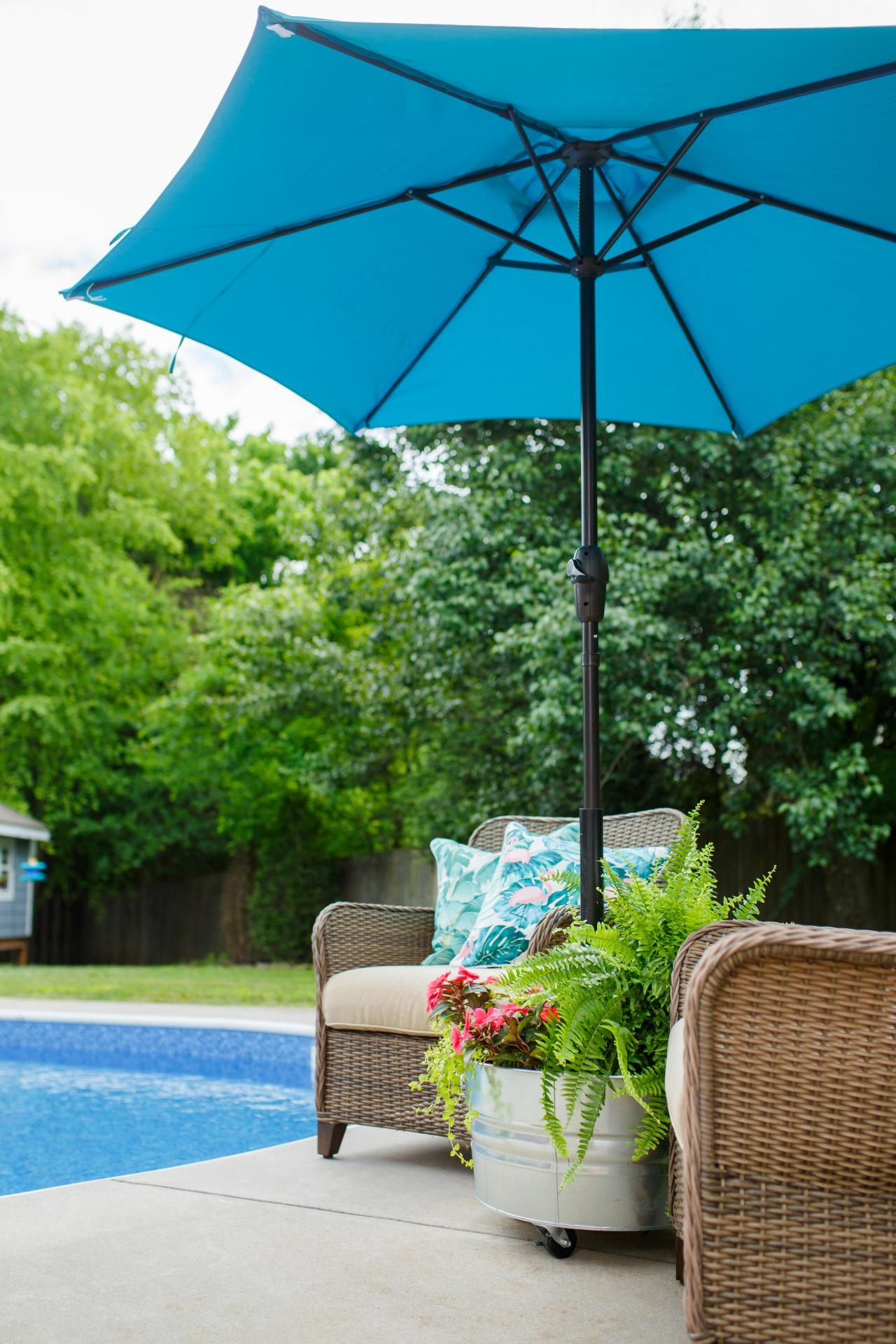 Download Wallpaper Patio Table Umbrella With Base