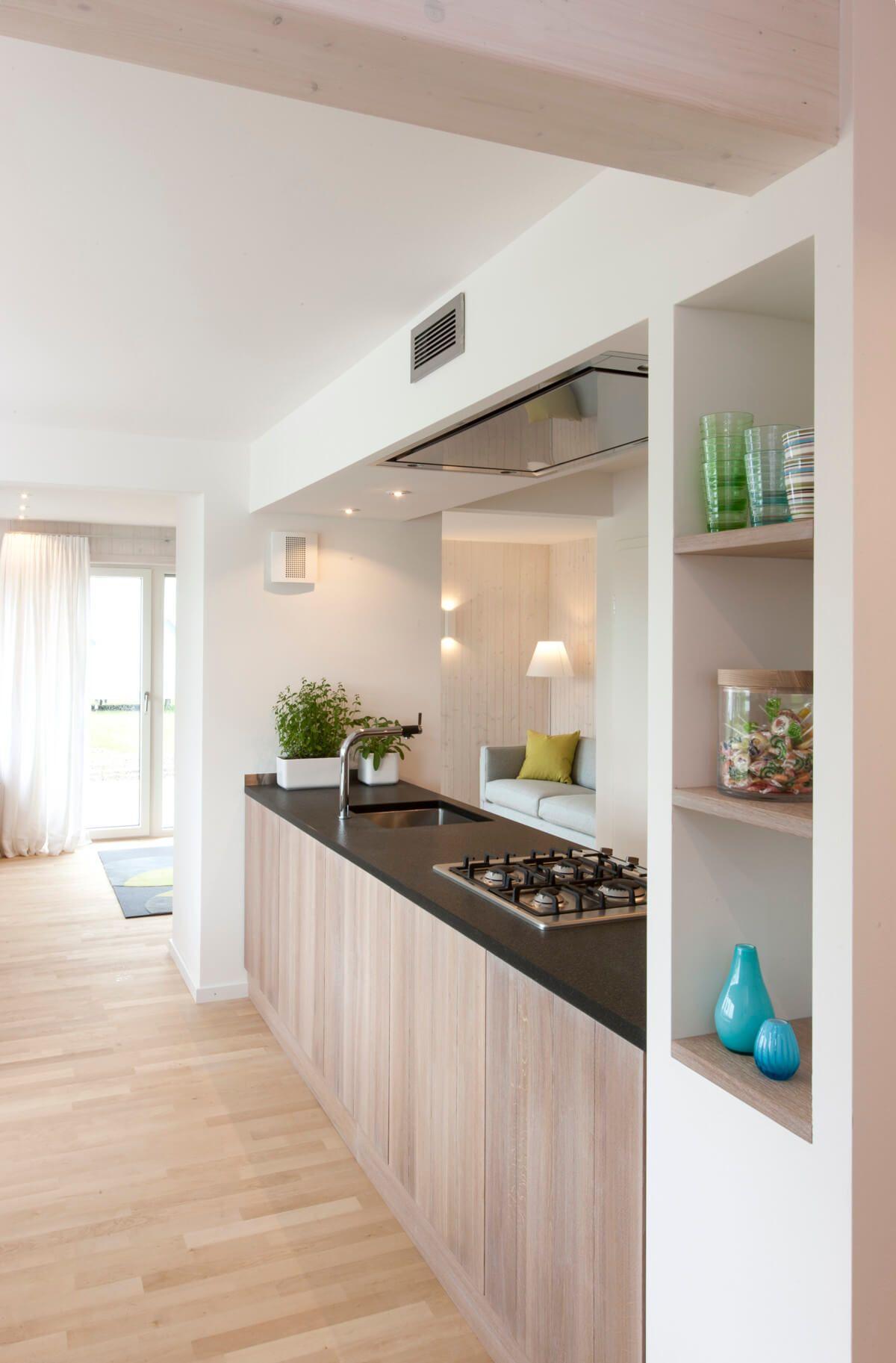 Moderne Küche mit Kochzeile & Durchreiche - Küchen Ideen