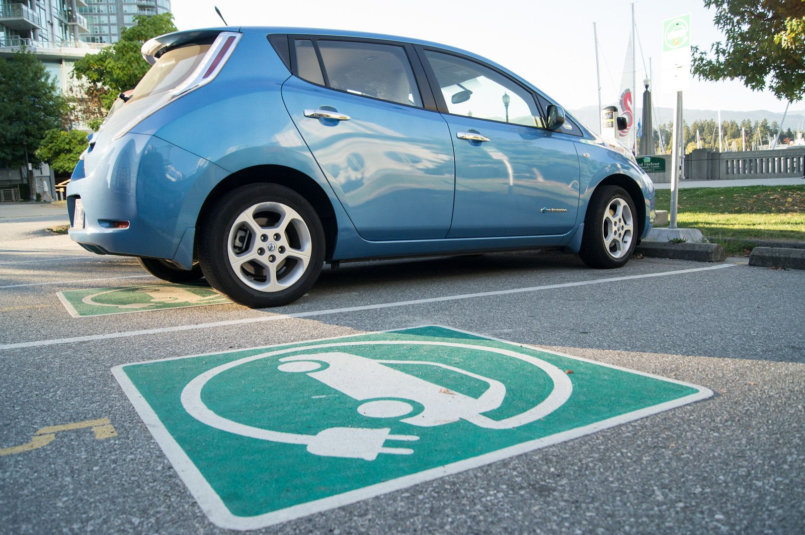 The U.S. Government Will Invest $4.5 Billion to Build Electric-Car Charging Stations For Anxiety-Free Driving