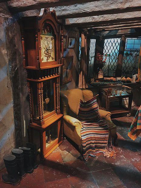 Harry Potter Weasley Home Que Maravilhosoo Harry Potter Bedroom Harry Potter Room Harry Potter Aesthetic