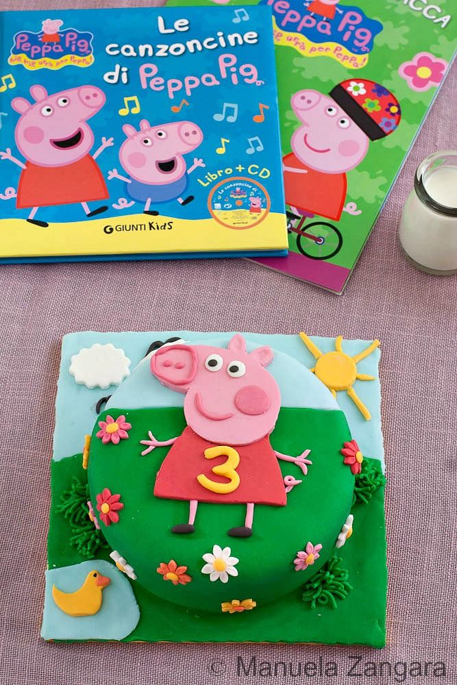A tutorial on how to make a Peppa Pig Cake with fondant!