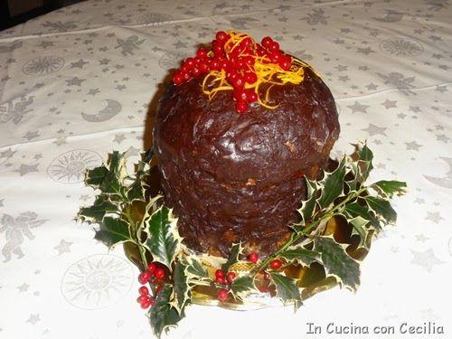 Dolce di Natale: panettone ricoperto di cioccolato farcito con crema al mascarpone e arancia