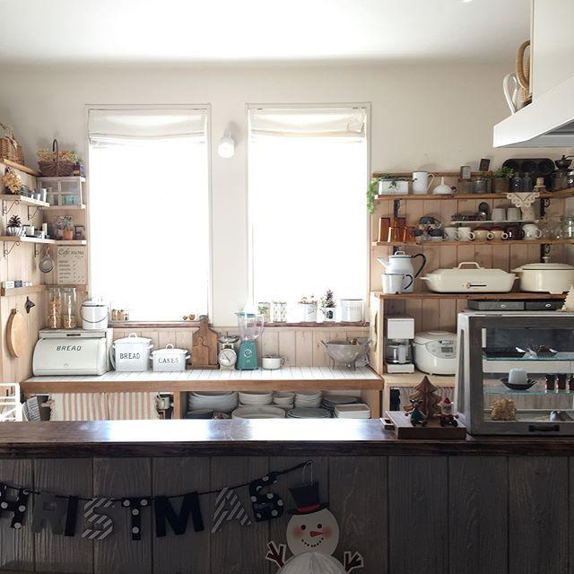 悩みがちなキッチンのカーテン選び 油ハネ 日除け 目隠し問題を一挙解決 Folk キッチン インテリア カーテン
