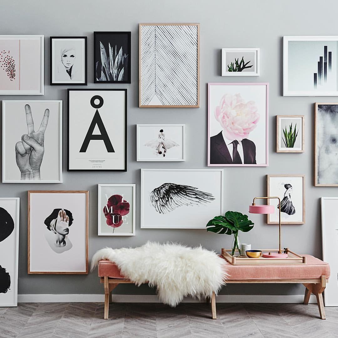 cadres photos et banc rose poudr pour un espace lecture. Black Bedroom Furniture Sets. Home Design Ideas