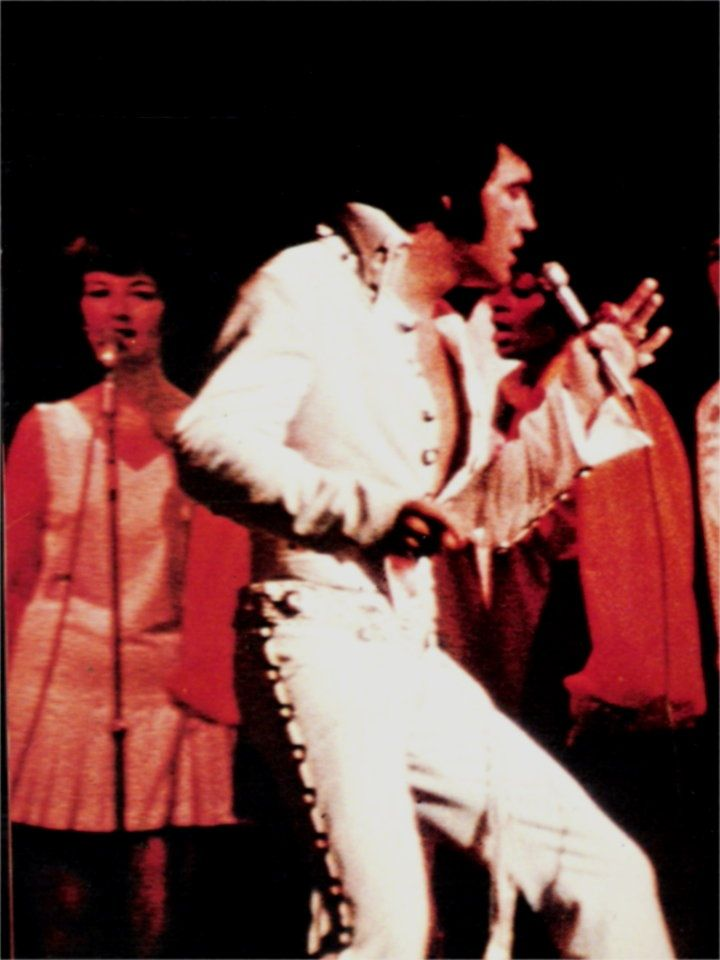 Elvis on stage at the Las Vegas Hilton in august 12 1970
