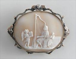 Parures et bijoux des musées nationaux de Malmaison et du palais de Compiègne, notice - Broche-médaillon représentant le roi David jouant de la harpe