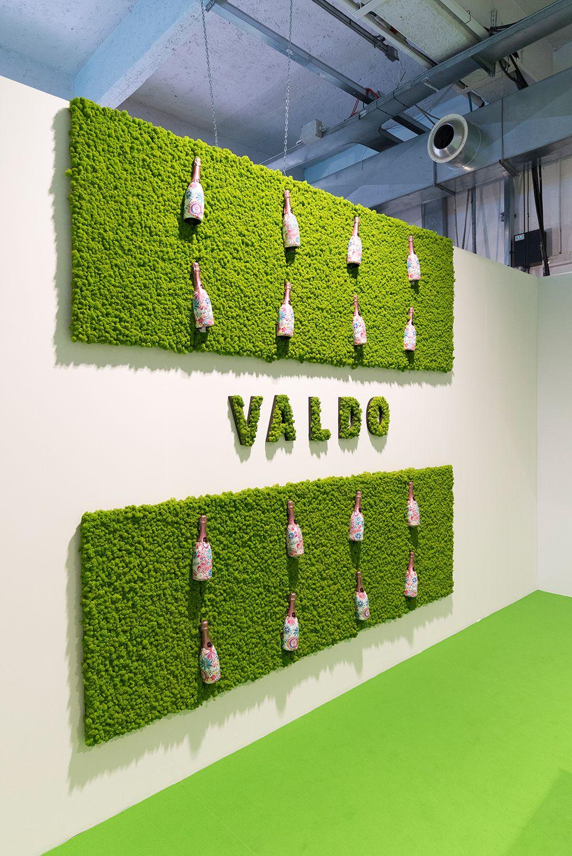 Messestand für Valdo Sekt. Das maigrüne Islandmoos bildet