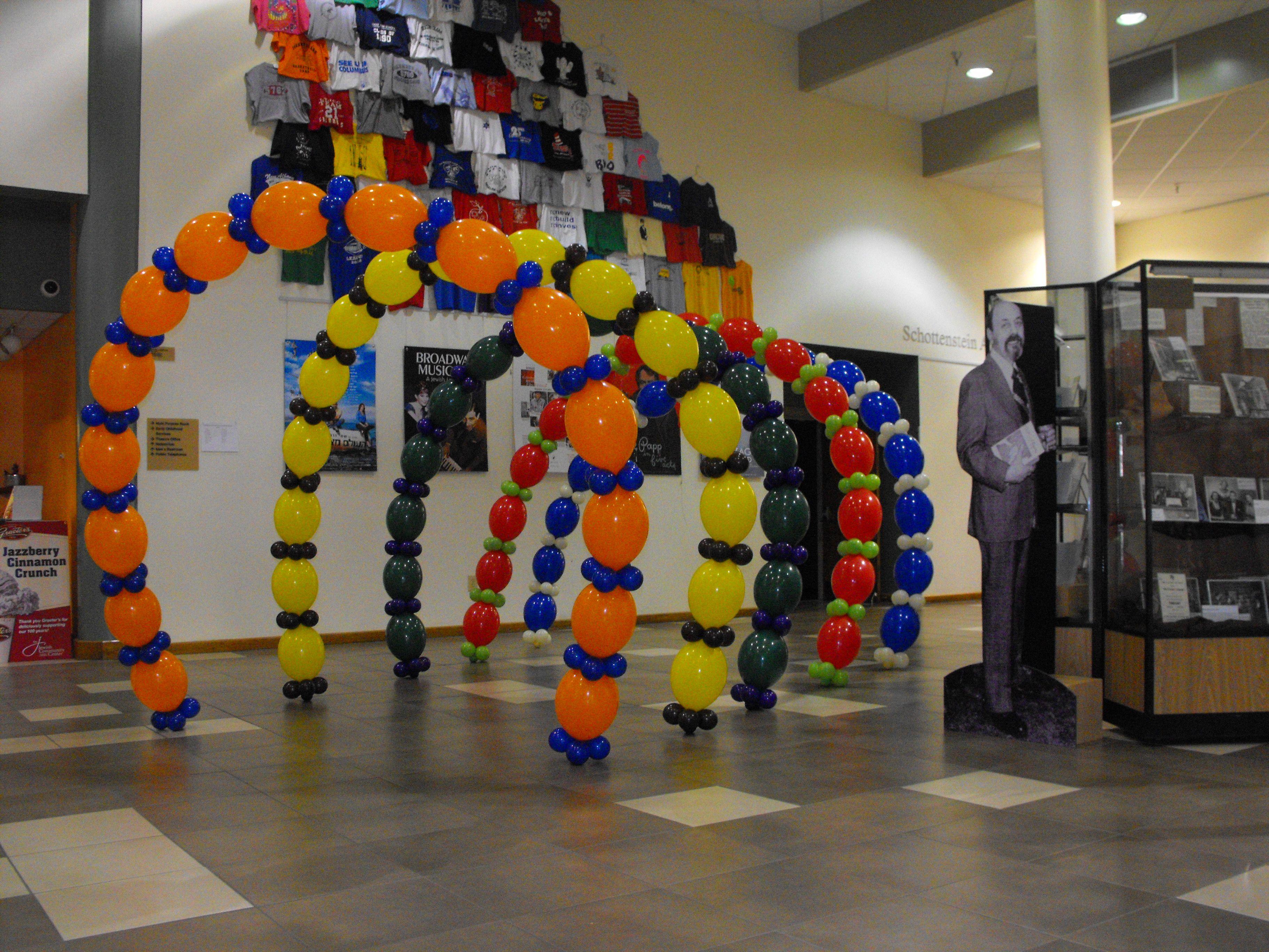 Balloon deco to celebrate the jewish community centers