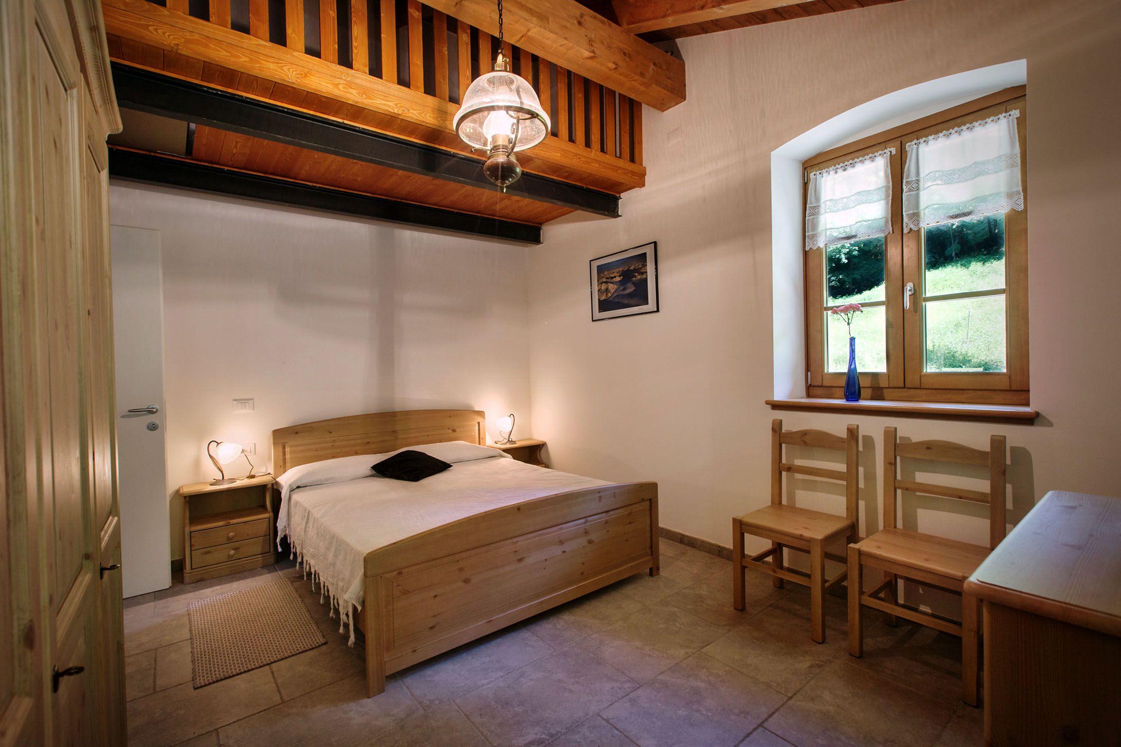Pin di arredamenti rustici in legno maieron mobilificio su arredamenti camere alberghi - Mobilificio il sole ...