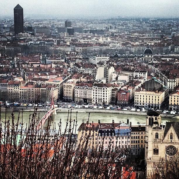 Wie #Lyon bezoekt kan niet om Place #Bellecour heen. Dit is één van de grootste pleinen van Frankrijk en zeer indrukwekkend om te zien.