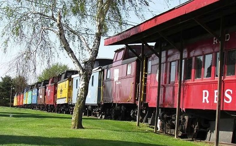 Red Caboose Motel This Place Looks Amazing Great Add On To