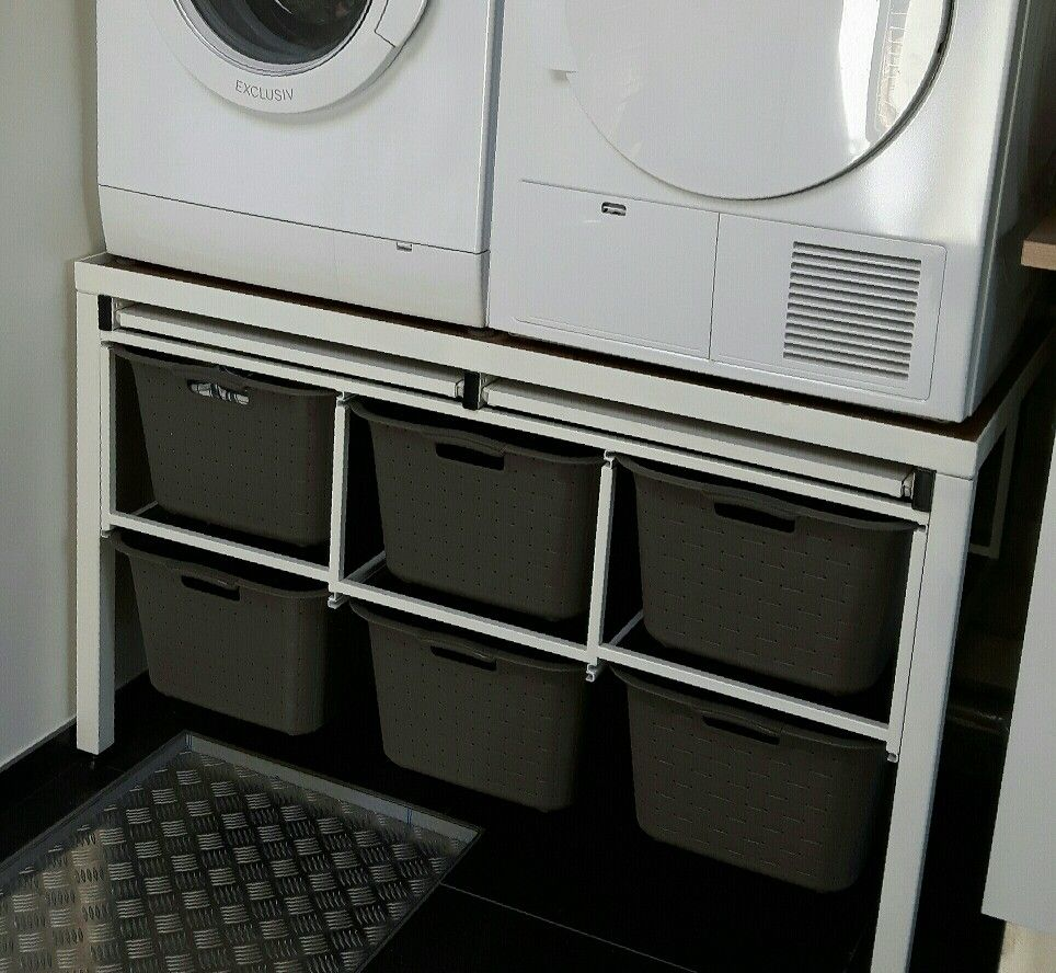 wasmanden opbergen onder de wasmachine droger met