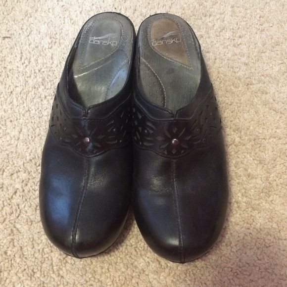 Black dansko clogs Very good condition. Slight heel but extremely comfy Dansko Shoes Mules & Clogs