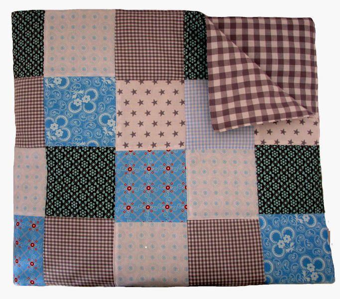 Absoluut een blikvanger deze prachtige zachte katoenen patchwork sprei voor de babykamer, gemaakt van veel verschillende katoenen stofjes in grijs ...