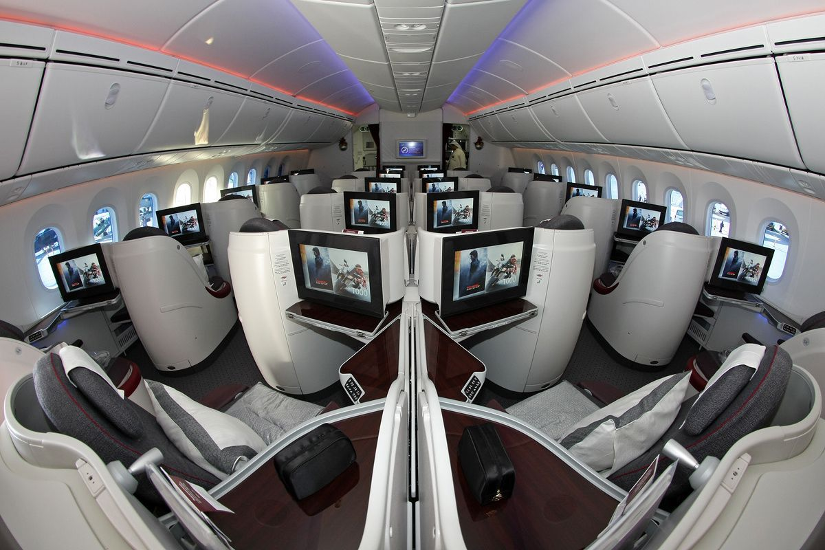 Business class of Qatar Airways' 25th Boeing 787-8 ...