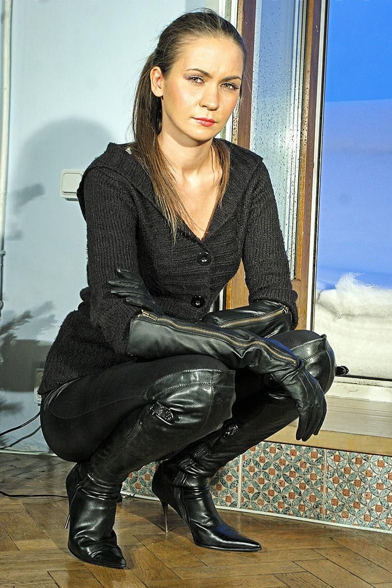 Betsy Tea Wearing Leather Gloves - Saferbrowser Yahoo -2017