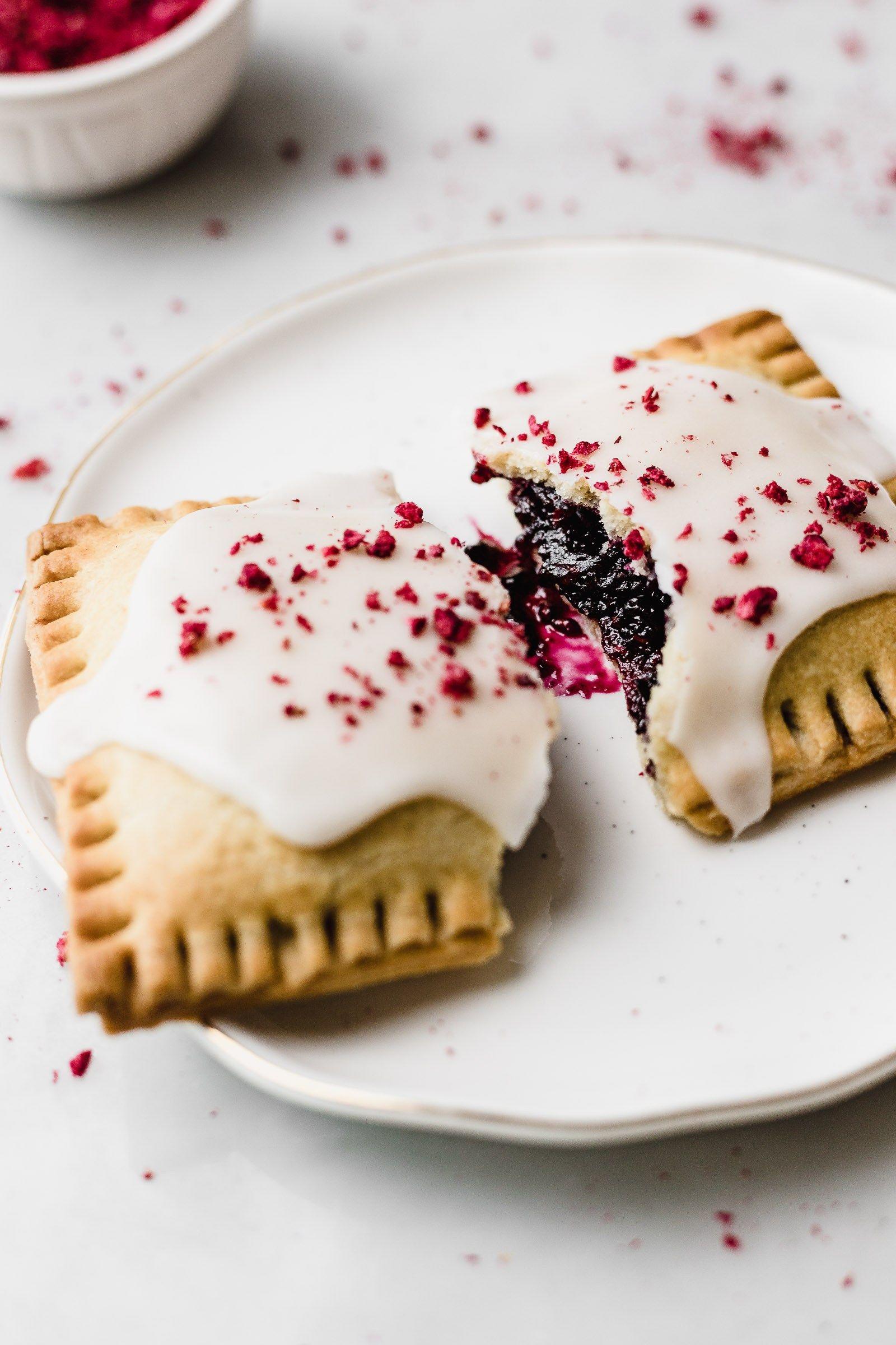 Homemade Berry Pop Tarts #freezedriedraspberries
