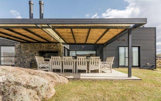 Diseño de casa de campo moderna de tres dormitorios, acabados ...