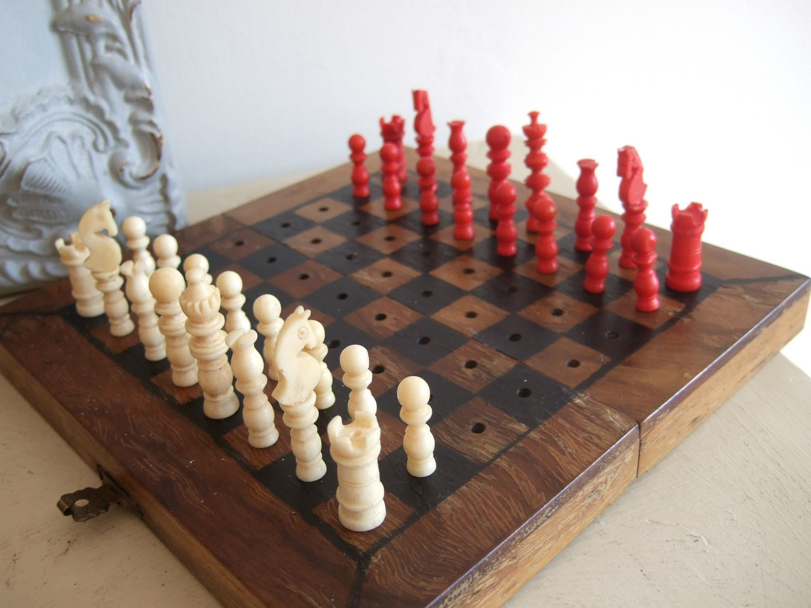 Nice Example Carved COW BONE TRAVELLING Miniature CHESS SET Complete