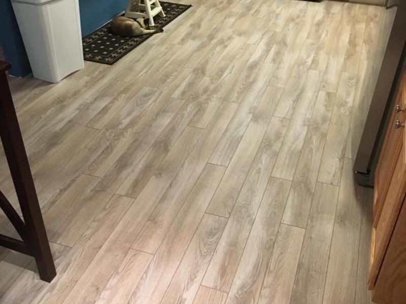 Dream Home 10mm Pad Crystal Springs Hickory Laminate Flooring 1 19 Sqft Lumber Liquidators In 2020 Crystal Springs Laminate Flooring Flooring